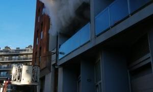 Imatge de l'incendi que es va originar en un dels pisos ocupats il·legalment.