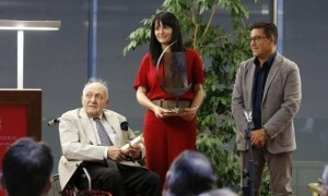 Josep Vives Molins, al Consell General amb l'aleshores subsíndica, Mònica Bonell: acabava de rebre el premi Àgora