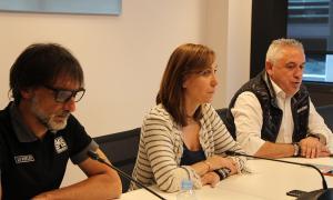 ANA/ El director de producció de la Vuelta, Pedro Lezaun; Noemí Pedra, d'Andorra Turisme, i el director tècnic de la Vuelta, Quico García, durant la roda de premsa d'aquest divendres.