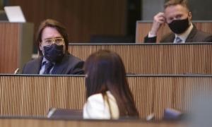 Mònica Bonell, Carles Naudi i Ferran Costa en una sessió del Consell General.