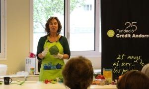 La dietista Marta Pons durant un taller a L'espai.