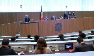 Martí estén la mà a la participació del Consell General en les negociacions de les competències i transferències