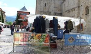 Les parades de tèxtil mantindran la ubicació al Carrer Major.