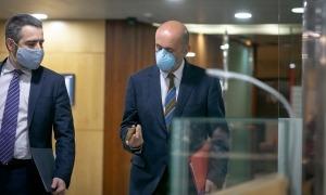 Els ministres Jover i Martínez Benazet es dirigeixen a la roda de premsa que ha tingut lloc aquesta tarda a l'edifici administratiu.