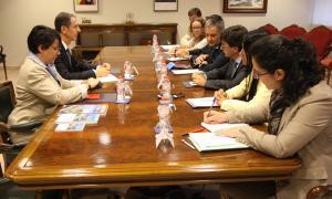 El ministre d'Afers Exteriors de Mònaco assegura que Brussel·les manté la voluntat d'avançar amb l'acord d'associacióEl ministre d'Afers Exteriors i Cooperació de Mònaco, Gilles Tonelli, s'ha reunit aquest divendres al matí amb el cap de Govern, Toni Martí, i el seu homòleg andorrà, Gilbert Saboya, per tractar principalment l'acord d'associació amb la Unió Europea i les conseqüències que pot tenir el Brexit en aquest procés. Després també ha tingut l'oportunitat de trobar-se amb el...