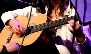 Un taller de música organitzat pel Comú encampadà.