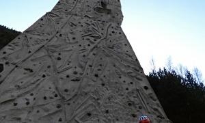 El mur d'escalada de la cascada de Moles.