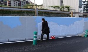 El mural que està pintant Samantha Bosque.