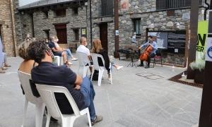 El violoncel·lista Jordi Claret durant la seva actuació d'aquest dimarts a Canillo.