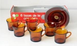 Els jocs de tasses que les sogres han conservat amb carinyo, convertits en objecte de col·leccionistes.