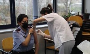 Imatge de la vacunació facilitada pel departament de Salut de la Generalitat.