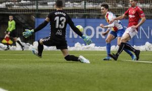 Iker Goujón va tenir una gran ocasió de gol amb una 'picadeta' que va salvar Bernabé. Foto: Facundo Santana