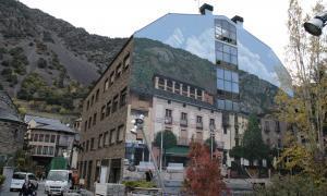 Andorra, mural, Sam Bosque, Plaça Benlloch, Plaça del Poble, trompe l'oeil