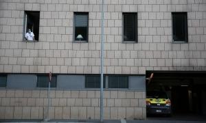 Dels tres malalts ingressats a l'hospital Nostra Senyora de Meritxell, un ha passat a l'UCI, segons va informar ahir l'executiu.