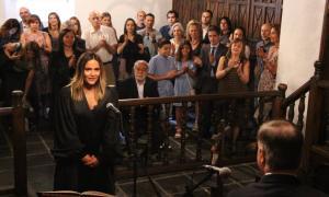 Un moment de l'acte de renovació dels càrrecs de la batlle i presidenta del Tribunal de Batlles, Laura Rodríguez, i de la batlle Sònia Tumi.