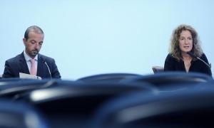 Els ministres Sílvis Calvó i Jordi Torres en el transcurs de la roda de premsa, aquesta tarda.