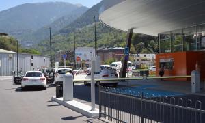 L'Estació Nacional d'Autobusos sense connexió, informació i aparcament