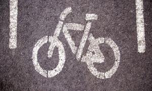 El país no disposa de cap carril bici que compleixi els requisits normatius d'aquest concepte.