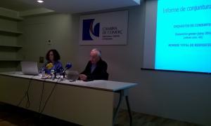 La directora i el president de la CCIS, Pilar Escaler i Miquel Armengol, van presentar ahir els resultats de les enquestes de conjuntura.