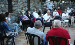 Claude Benet en un moment de la seva intervenció en la presentació pública del moviment ciutadà AD.HOC ahir a la capital.