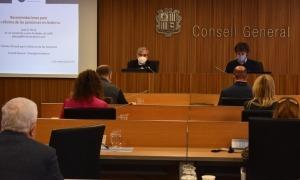 Un moment de la compareixença de l'expert proposat per la CASS, José Antonio Herce, ahir a la comissió d'estudi de les pensions.