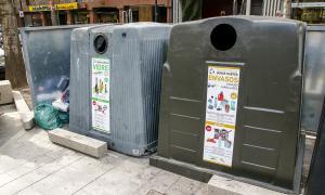 Contenidors de reciclatge al centre d'Andorra la Vella.