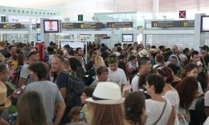 Mesures davant les cues al control de seguretat de l'aeroport del Prat