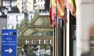 Els hotels necessiten personal qualificat com ara xefs o recepcionistes.