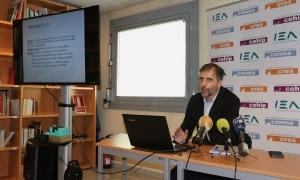 El director del CRES, Joan Micó, en la compareixença per presentar una anterior enquesta d'opinió política.