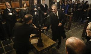 Josep Maria Pijuan en el moment de prometre el càrrec, ahir, a la Casa de la Vall.