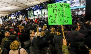 Un moment de la concentració de dilluns a l'avinguda Meritxell per reclamar una Andorra més social.