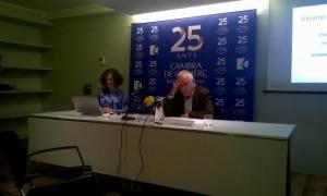 La directora, Pilar Escaler, i el president de la CCIS, Miquel Armengol, en la presentració de l'Informe de conjuntura del primer semestre.