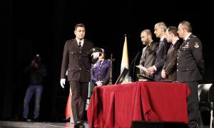 Els 33 nous agents de policia van jurar i prometre ahir en un acte solemne celebrat al Prat del Roure.