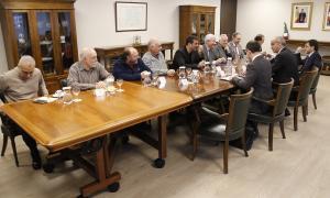 Un moment de la reunió entre el Govern i els sindicats i la patronal per tractar les mesures socials, ahir.