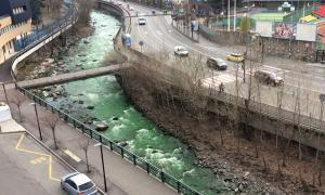 El colorant verd de la investigació de la font d'Arinsal sorprèn l'Alt Urgell