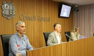 El president liberal, Ferran Costa, amb els parlamentaris Marc Magallon i Eva López, en la compareixença d'ahir.