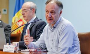 El ministre de Salut, Carles Álvarez, i el cap d'àrea de Seguretat Alimentària i Entorn, Josep Casals, van explicar ahir el nou reglament.