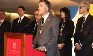 El síndic, Vicenç Mateu, en un moment del seu discurs, acompanyat per la subsíndica, el cap de Govern i els presidents de grup.