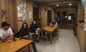 Els bars poden obrir fins a les 8 del vespre des d'avui.