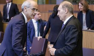 El cap de Govern, Antoni Martí, i el president del grup mixt, Josep Pintat, ahir al Consell.