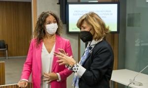 L'exsecretària d'Estat d'Ocupació espanyola Yolanda Valdeolivas amb Judith Salazar.