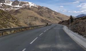 Imatge de la carretera d'accés a França.