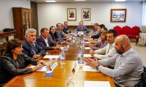Un moment de la reunió entre el Govern i els cònsols, ahir.