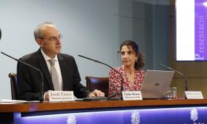 El ministre de Salut, Carles Álvarez, i la coordinadora de Recursos Sanitaris, Odile Sarroca, en la compareixença d'ahir.