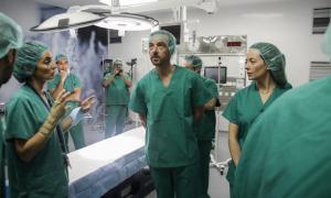 Un moment de la visita que va tenir lloc ahir a la tarda al bloc quirúrgic de l'hospital Nostra Senyora de Meritxell.