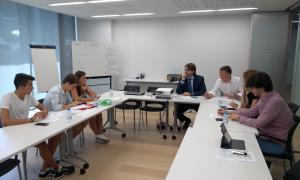 Un moment de la reunió amb els representants de Friday For Future, ahir.