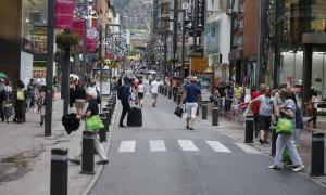 Crida a la implicació del comerciant davant la pèrdua de vendes al juliol