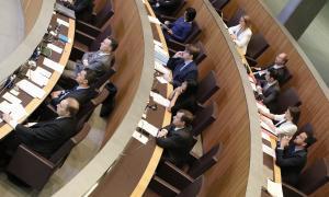 """L'oposició acusa el Govern d'actuar """"d'amagat"""" i menystenir el Consell"""