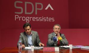David Pérez i Jaume Bartumeu en un moment de la compareixença d'ahir a la seu de Socialdemocràcia i Progrés.