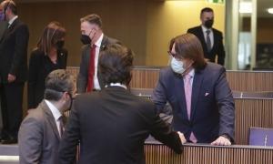 El ministre de Finances, Eric Jover, amb els presidents del grup demòcrata, Carles Enseñat, i de CC, Carles Naudi, al Consell General.